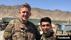 Thị tưởng Brent Taylor (trái) trong tấm ảnh đăng tải trên Facebook hôm 28/10/2018. Ông Taylor bị giết hại trong lúc đang huấn luyện ở Afghanistan.