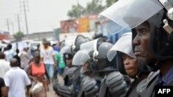 Des policiers déployés dans Kinshasa, 12 janvier 2015.
