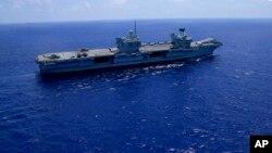 """英國的""""伊麗莎白女王""""號航空母艦(HMS Queen Elizabeth) 6月21日在地中海。"""