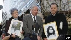 북한에 납치된 일본 여성 요코다 메구미의 어머니 요코다 사키에(왼쪽)과 아버지 요코다 시게루. (자료사진)