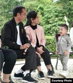 Ibu Negara Iriana mengatakan hanya memberi dukungan dalam bentuk doa kepada keluarga jika sedang menemui masalah. (Foto courtesy: Setpres RI).