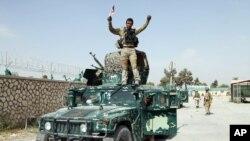 """دافغانستان ددفاع دوزارت يو وياند محمد رامديش دامريکا غږ افغان څانګې ته ويلي """"دا حساب کتاب مستقل نه دى"""" او زياته کړې يې ده چې """" اوس مونږ له دښمن څخه زياتره سيمې بيا قبضه کړيدي"""""""