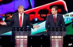 川普和克鲁兹在美国共和党总统参选人辩论会。