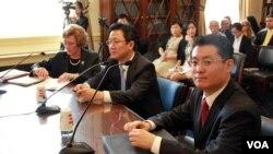 19일 미 하원 북한인권청문회에서 증언하는 수전 숄티 디펜스포럼 회장과 탈북자 안혁, 박광일 씨(왼쪽부터).
