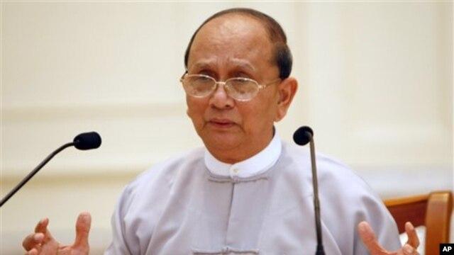Presiden Burma Thein Sein di rumah kediaman presiden di Naypyitaw (Foto: dok). Pemerintah Burma telah membebaskan ratusan tahanan sebelum kunjungan Obama pekan depan.