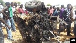Hiện trường vụ nổ bom xe tại 1 nhà thờ ở Yelwa, phía bắc Nigeria, 3/6/2012