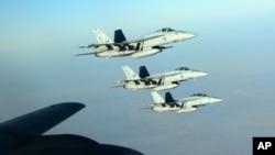 三架美國F18戰鬥機參與在伊拉克北部伊斯蘭國據點的空襲行動。