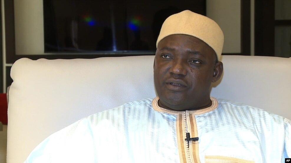 Pireezdaantii Gaambiyaa, Adamaa Barrow