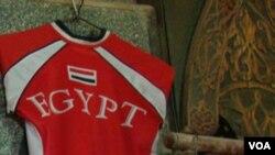 Seragam tim nasional Mesir (foto: dok). Klub-klub Liga Mesir menyambut baik kabar akan dimulainya kembali Liga Mesir.
