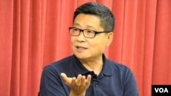和平佔中發起人之一陳健民表示, 香港已經出現大批政治難民。 (美國之音 湯惠芸拍攝)