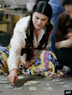 Ba'zilari temir-tersak yig'adi, fol ochib, tilanchilik qiladi