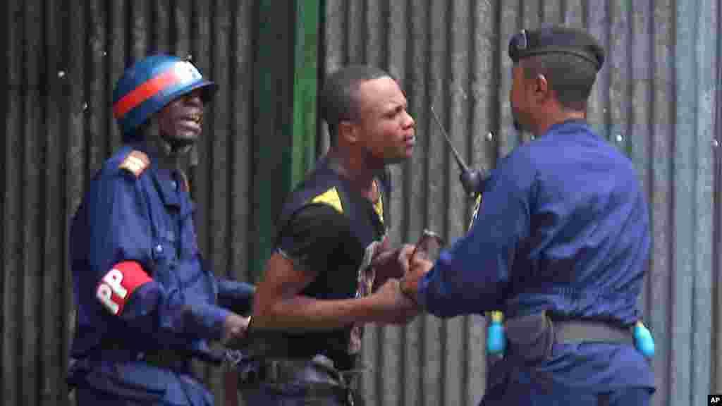 Un des manifestatns arrêtés par la police, le 19 janvier 2015.