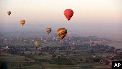 Khinh khí cầu ở tây mạn sông Nile tại Luxor, Ai Cập.