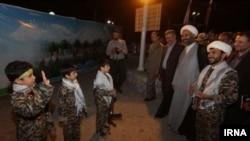اجرای ترانه در باره شهدای جنگ در سوریه توسط کودکان ایرانی
