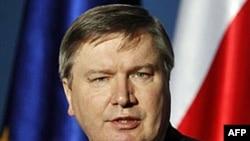 Bộ trưởng Nội Vụ Ba Lan Jerzy Miller nghi ngờ về giá trị của phúc trình do các điều tra viên Nga đưa ra