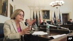 일리애나 로스-래티넨 미국 공화당 하원의원이 하원 회의에서 발언하고 있다.