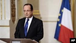 Presiden Perancis Francois Hollande memberikan pidato di istana Elysee, Paris mengenai perkembangan terakhir operasi militer Perancis di Mali (12/1).