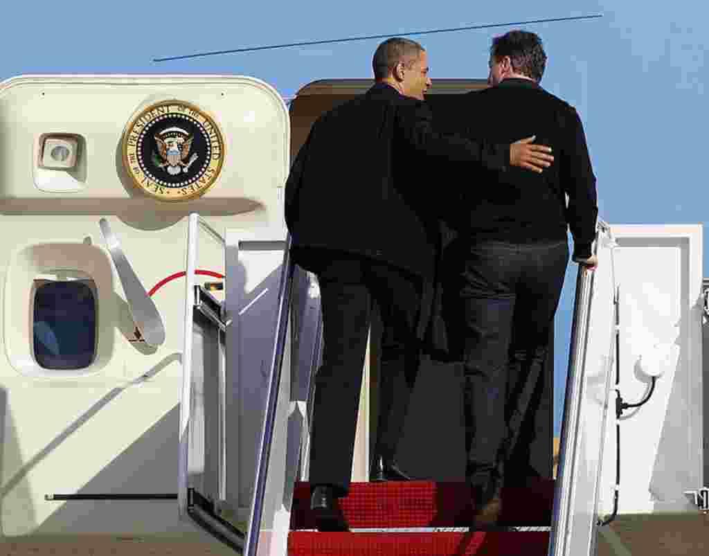 El primer ministro británico, David Cameron, es el primer líder extranjero en ser invitado por el presidente Barack Obama a viajar en el Air Force One.