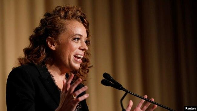 Danh hài Michelle Wolf trình diễn tại dạ tiệc thường niên của Hiệp hội Ký giả Tòa Bạch Ốc tại Washington, ngày 28/4/2018.