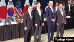 스기야마 신스케 일본 외무성 사무차관(왼쪽부터), 토니 블링큰 미국 국무부 부장관, 조 바이든 미국 부통령, 임성남 한국 외교부 제1차관이 지난 7월 하와이 호놀룰루에서 열린 제4차 미한일 외교차관 협의회에 참석했다. (자료사진)