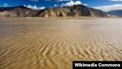 雅鲁藏布江 (维基共享图片)
