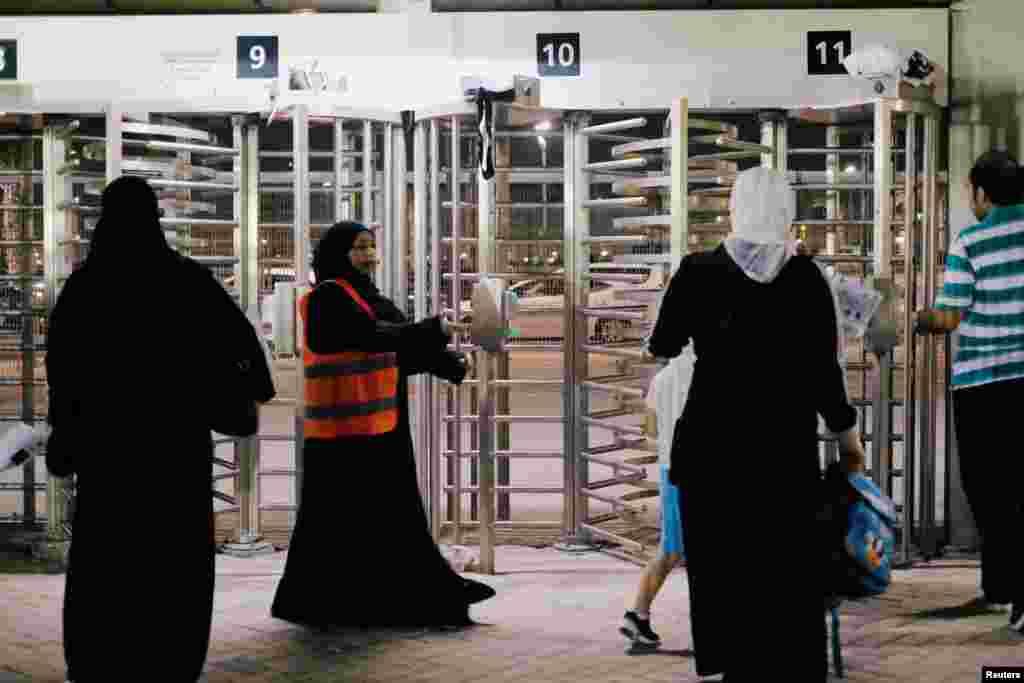 سعودي ښځې ورزشي لوبغالي ته د ننوتلو پر وخت