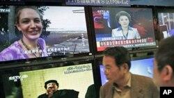 2011年3月23号在中国广播电视信息网络博览会上,中国民众观看利比亚领导人卡扎菲讲话的新闻(资料照)