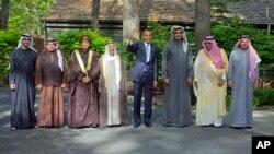 Presiden AS berpose dengan para pemimpin negara-negara Teluk di Camp David, Kamis (14/5).