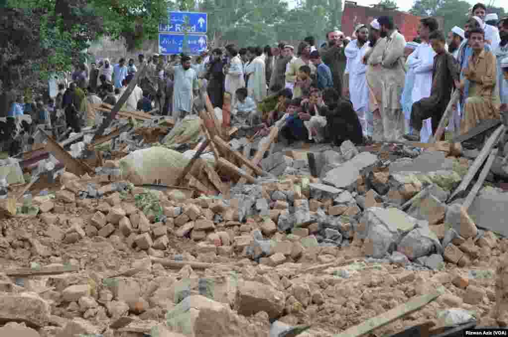 اسلام آباد ہائی کورٹ کے حکم پر سی ڈی اے نے اسلام آباد کے سیکٹر آئی الیون میں ایک کچی آبادی میں گھروں کو مسمار کیا۔