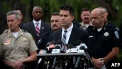 联邦调查局洛杉矶办公室的助理主任鲍迪奇在圣贝纳迪诺举行记者会。 (2015年12月4日)
