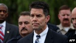 El director asistente del FBI, David Bowdich, encargado de la oficina de la agencia en Los Angeles, dirige la investigación sobre el ataque al Centro Regional Inland, en San Bernardino, California, el 2 de diciembre de 2015.