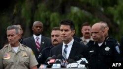 Asisten direktur FBI David Bowdich dalam sebuah konferensi pers di San Bernardino, California, 4 Desember 2015.
