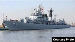 بحری مشقوں میں مصروف بحری جہاز