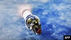 Un écran montre le lancement de la fusée porteuse russe Soyouz-2.1a depuis le cosmodrome de Baïkonour au Kazakhstan transportant 38 satellites étrangers dont le premier satellite tunisien Challenge-1, le 22 mars 202