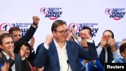 Predsednik SNS Aleksandar Vučić slavi u izbornom štabu stranke u Beogradu, 21. juna 2020.