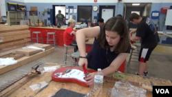 [구석구석 미국 이야기 오디오] 음악과 과학을 동시에 배우는 기타 제작 교실...욕조 타고 달리기 대회