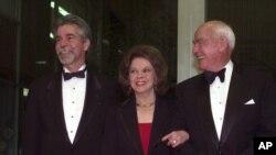Shirley Temple Black bersama suami Charles Black dan anak laki-lakinya Charles Black Jr.