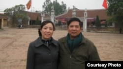 Phát ngôn viên của đại sứ quán Mỹ tại Hà Nội cho biết ông Cù Huy Hà Vũ và vợ, bà Nguyễn Thị Dương Hà đã tới thủ đô Washington hôm thứ hai 7/4/2014.