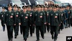 Các đại biểu quân sự của Quân đội Giải phóng Nhân dân Trung Quốc (PLA) đến quảng trường Thiên An Môn trong phiên họp hàng năm của Quốc hội Trung Quốc, ngày 4/3/2012