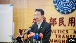 台湾民航局标准组组长林俊良表示,经过整顿以后,他有信心让自己和亲人继续搭乘ATR飞机。(美国之音记者方正拍摄)