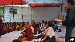 在绝食的西藏流亡政府议会议员