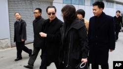 중국의 우다웨이 외교부 한반도사무 특별대표(가우데)가 17일 평양에 도착했다.