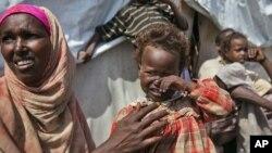 Wakimbizi walio kambini huko Somalia kwenye kambi.
