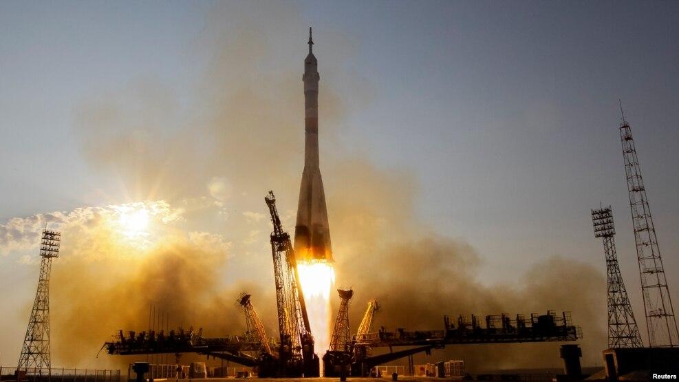 Një kapsulë Soyuz mbërrin në Stacionin e Hapësirës
