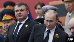 Анатолий Сердюков и Владимир Путин