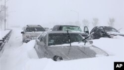 Hundreds of cars have been stranded on Chicago's Lake Shore Drive, February 2, 2011