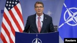 """""""Rusia debe actuar profesionalmente sobre el cielo de Siria y atenerse a los procedimientos básicos de seguridad"""", dijo el Secretario de Defensa de EE.UU., Ash Carter."""