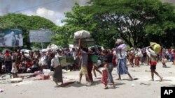 Warga muslim Burma diungsikan ke tempat yang aman di Sittwe, ibukota negara bagian Rakhine setelah kekerasan sektarian kembali terjadi di sana (foto: dok).