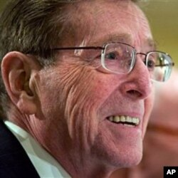 Former New Mexico Sen. Pete Domenici makes a statement during the Blue Ribbon Commission on America's Nuclear Future meeting on radioactive waste storage, in Washington (File Photo)