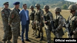 Ministar odbrane Crne Gore Predrag Bošković sa pripadnicima Vojske Crne Gore (rtcg.me)